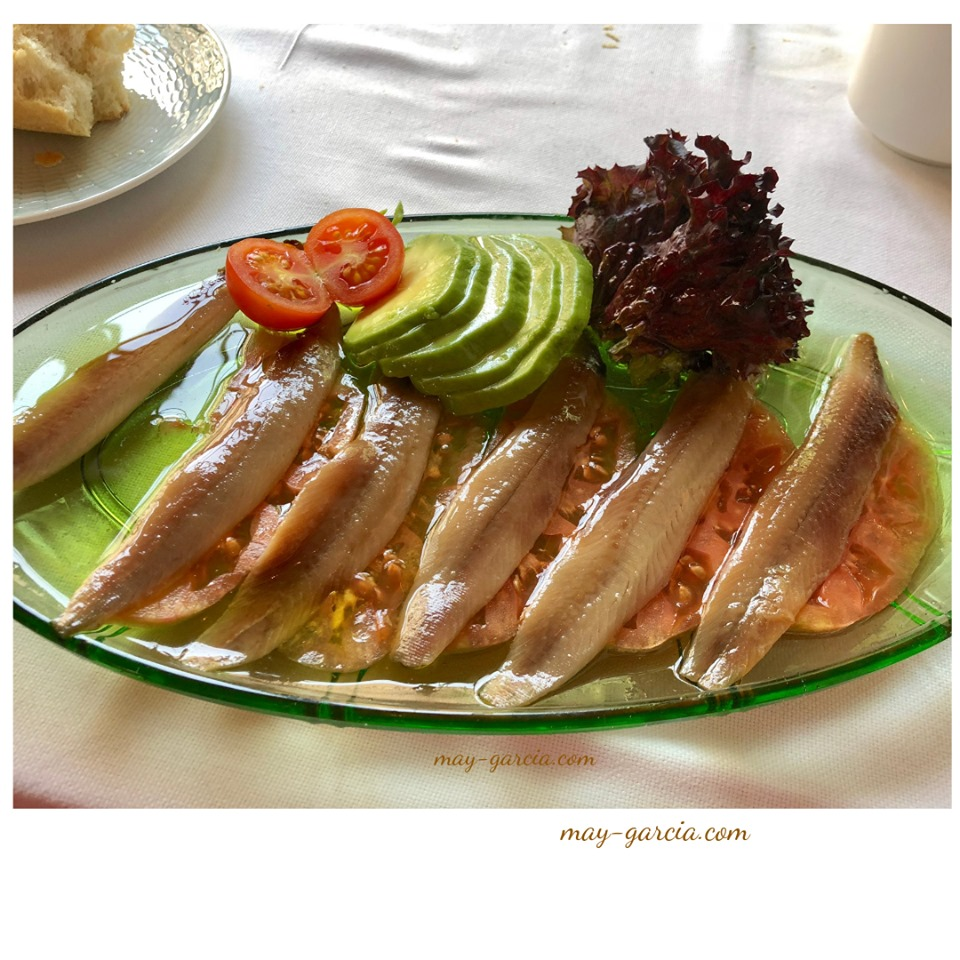 Anchoas/Aguacate con Tomate